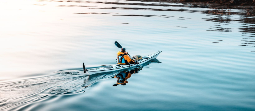 RealtimeCampaign.com Promotes Using a Kayak for Fishing Trips