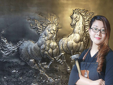 "Guo Mohan, A Beautiful Girl ""Mulan"" Creates Beauty With Hammers"
