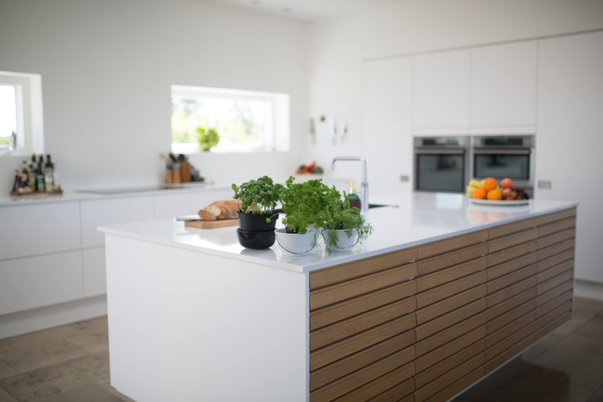 RealtimeCampaign.com Promotes Redesigning a Kitchen in a Modern House