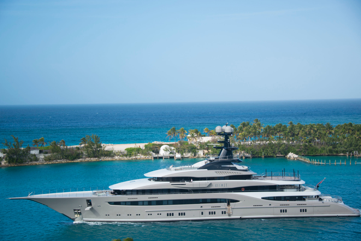 RealtimeCampaign.com Explains What It's Really Like to Travel on a Megayacht