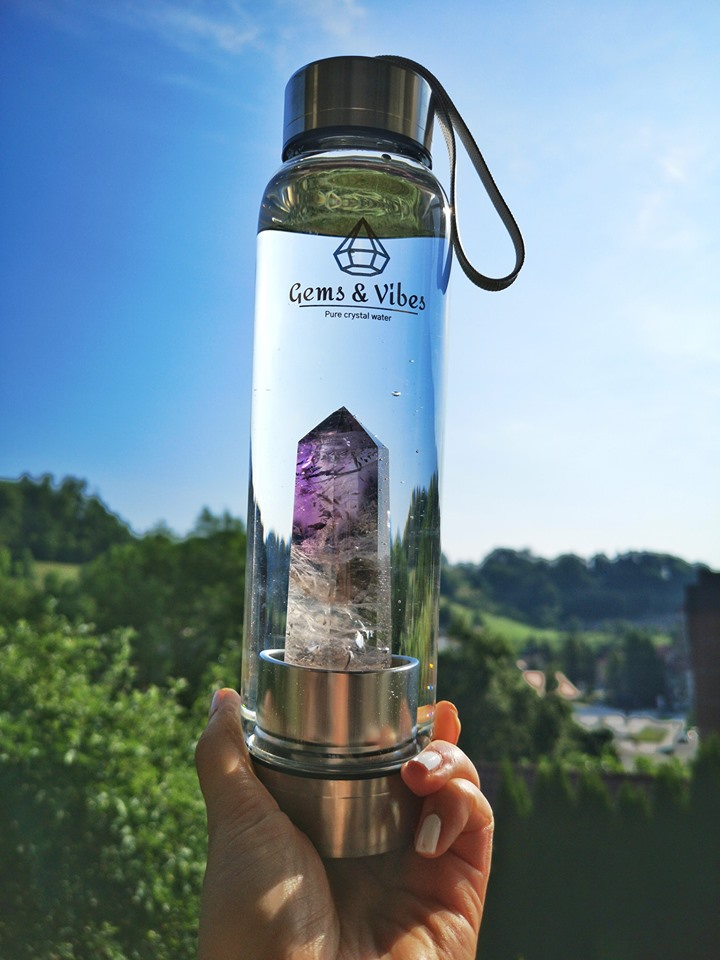Gems & Vibes Offers Original and Authentic Crystal Water Bottles with Healing Properties