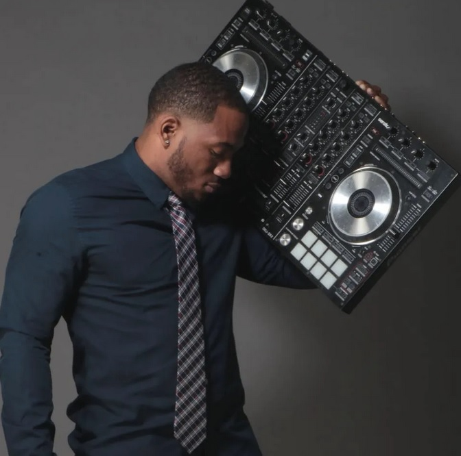 DJ Frankie French: The Hottest DJ In Chicago Tonight