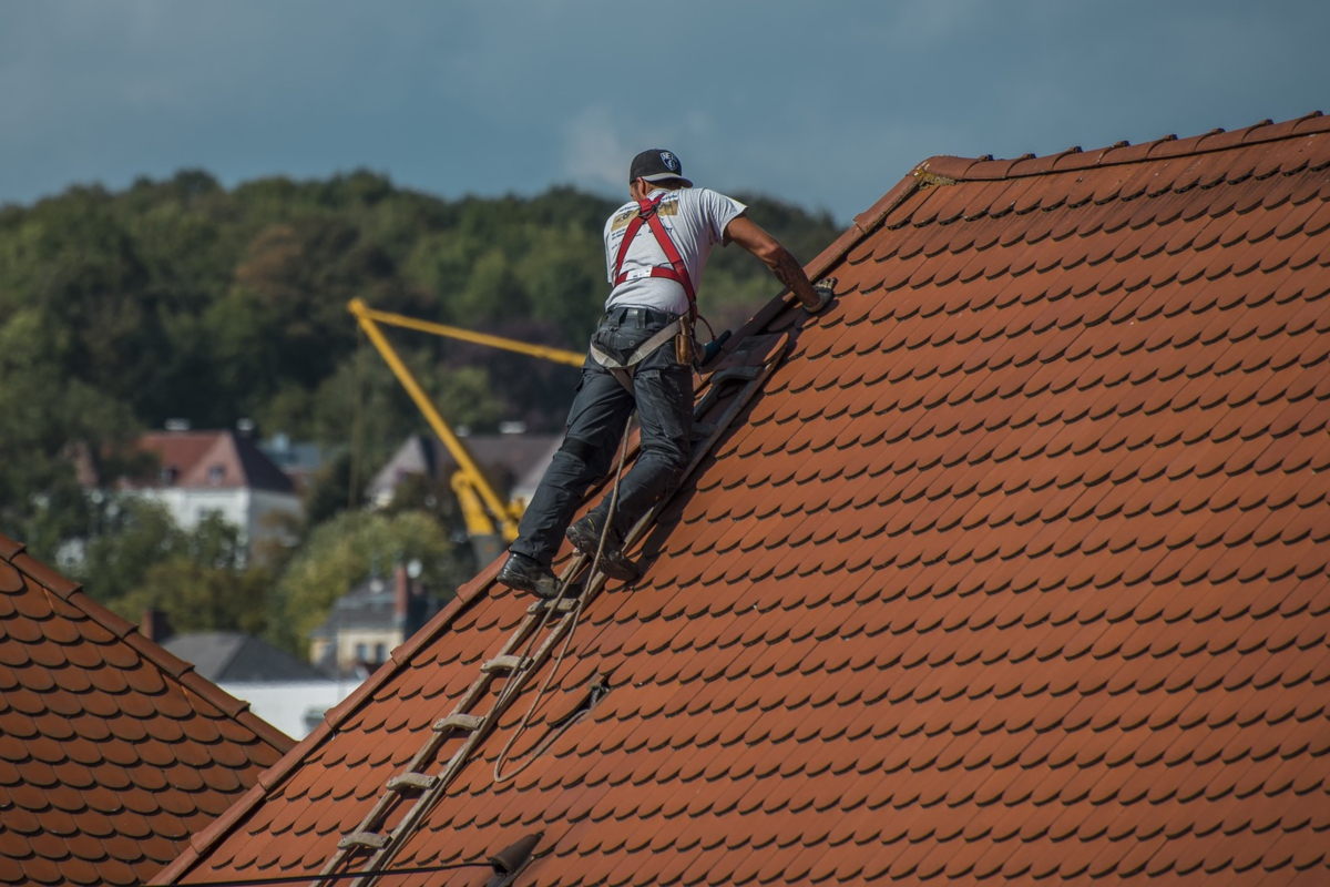 California Residents Learn How to Choose a Contractor for Their Roofing Needs