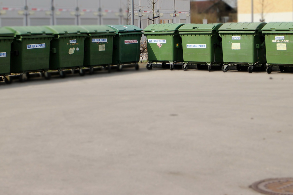 The Industrial Applications of Self Dumping Hoppers