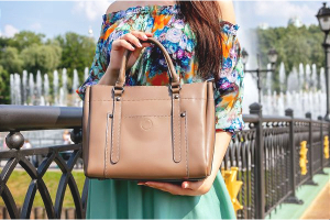 RealtimeCampaign.com Promotes The Coolest Leather Tote Bag for Teens This Fall