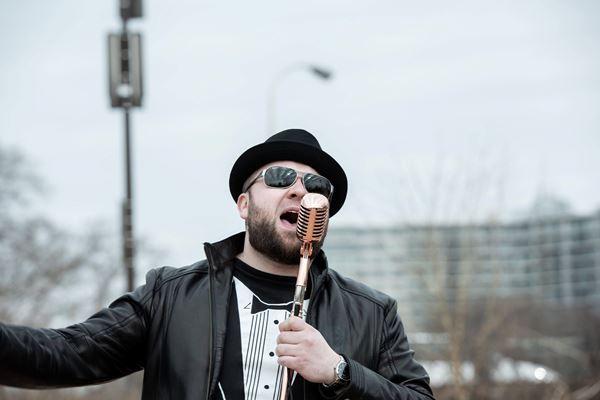 Boruch Tkachuk Offers Love Through His Music
