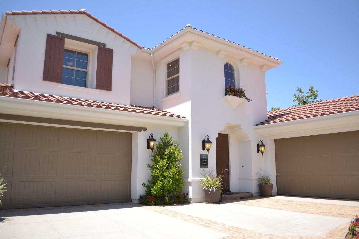 Garage Door Repair and Installation Available in Almeda, Texas