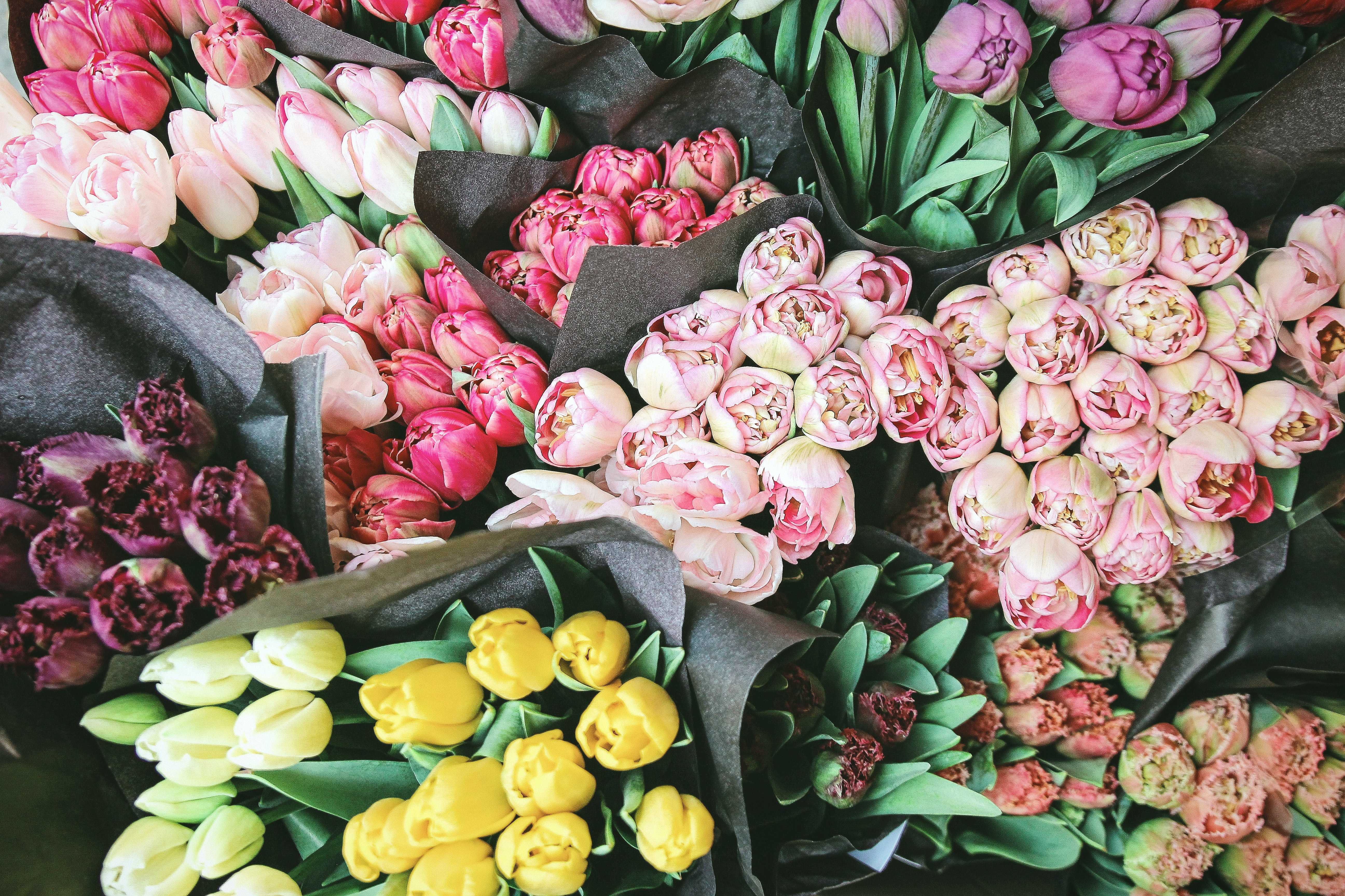 A Singapore florist who has more than 38 years of experience in floral arrangement talks about flower trends in 2020-2021, and gives 4 tips on how to send bouquets during the pandemic.