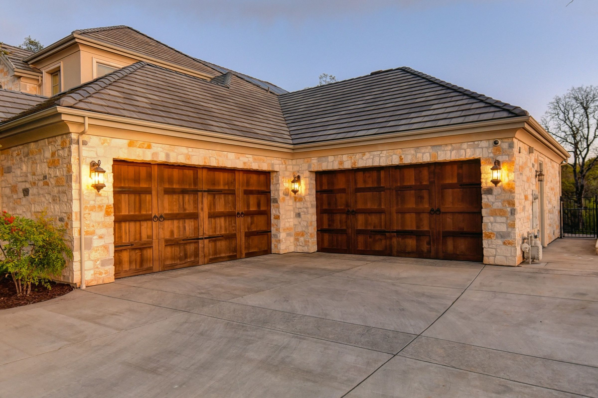 Garage Door Repair and Installation Available in Alvin, Texas