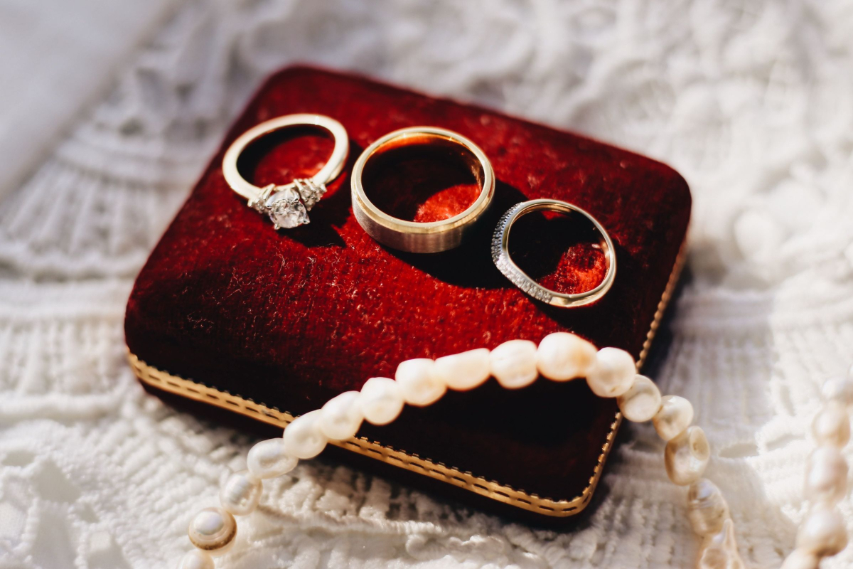 Why Do People Turn to Moissanite Wedding Bands for the Big Day According to RealtimeCampaign.com