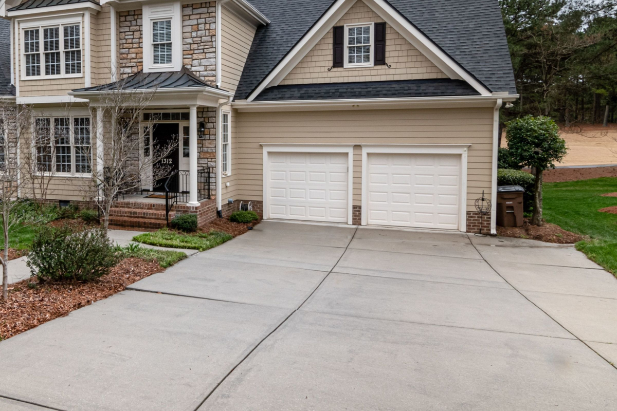 Garage Door Repair and Installation Available in Bacliff, Texas
