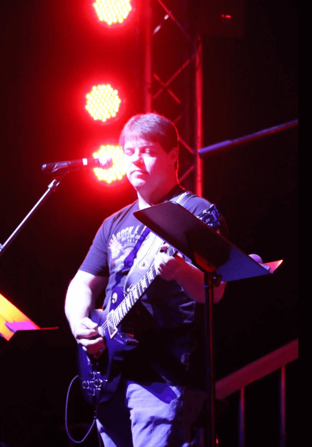 Introducing Seasoned Singer-Songwriter Ronnie Pierce