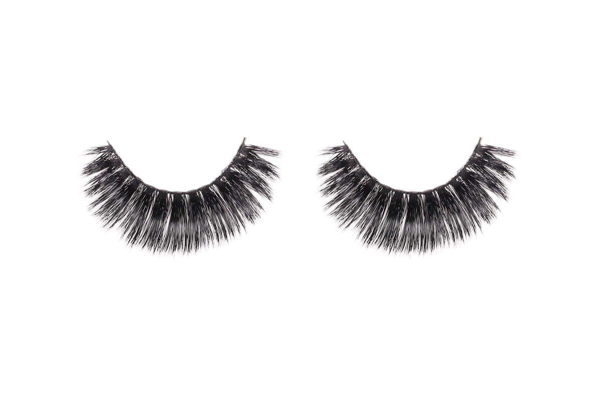 Realtimecampaign.com Promotes this Eye-Popping Trend: Magnetic Lashes