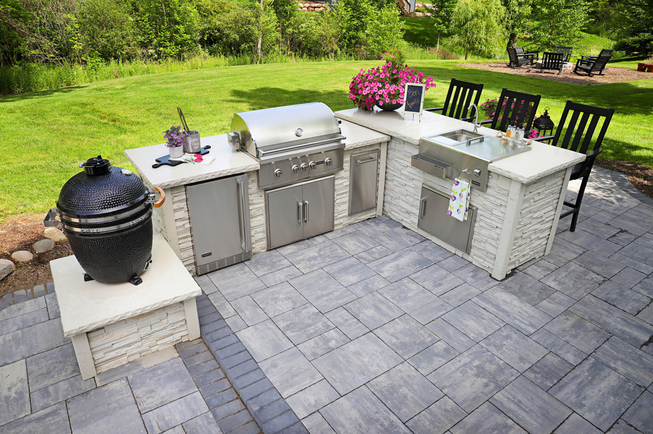 Outdoor Kitchens for Year around Fun
