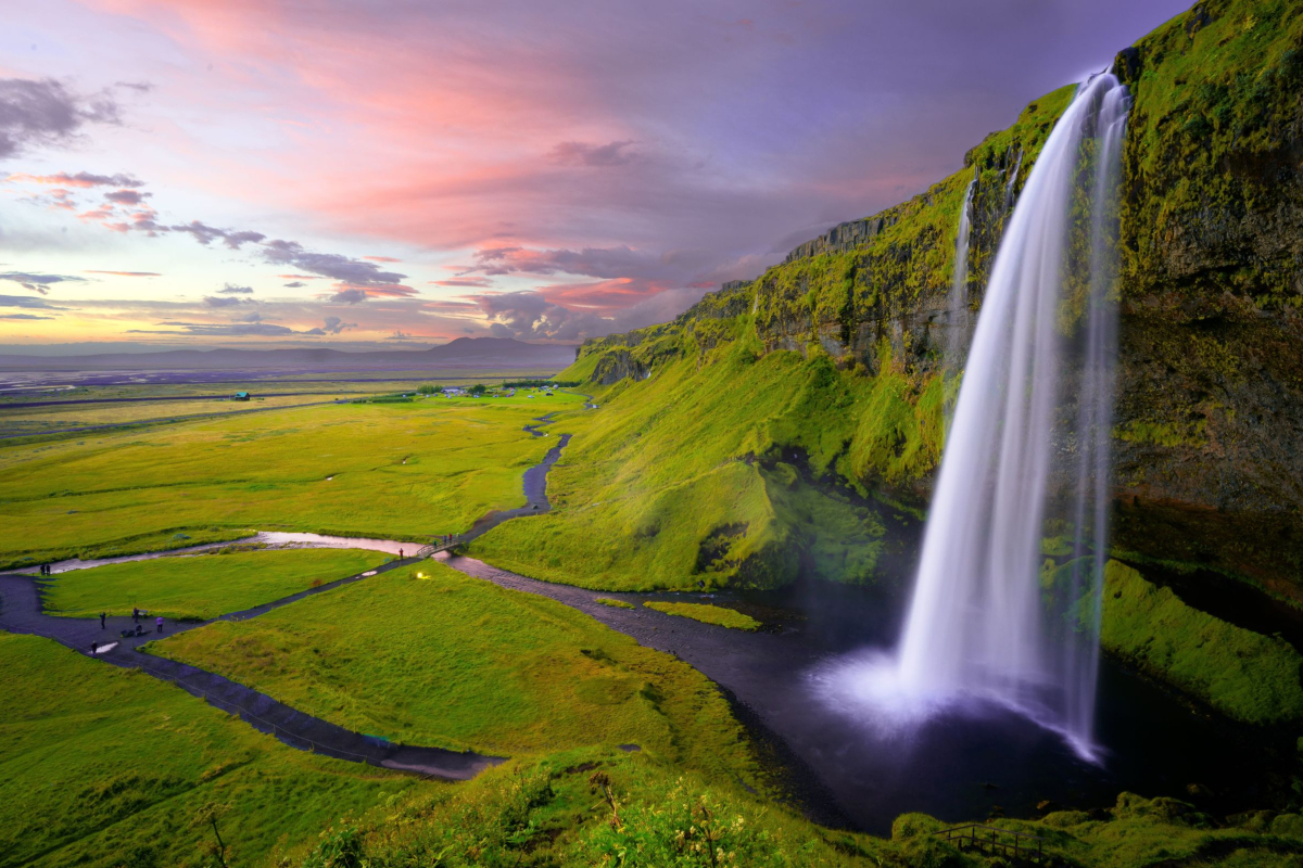 Realtimecampaign.com Talks about the Best Time of Year to Visit Iceland