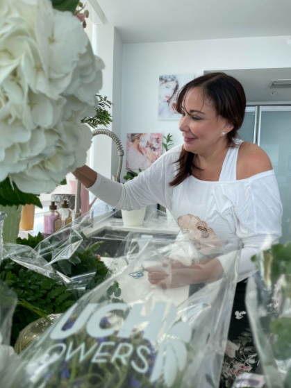 Jacqueline Martin Is Passionate about creating Floral Arrangements with Style and Sophistication