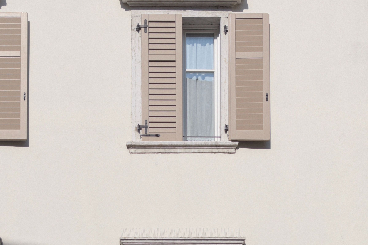 Realtimecampaign.com Explains Why Plantation Shutters Serve as the Perfect Window Dressing for Homes