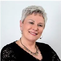 """Best-Selling Author Tracey S. Lawrence Launches New Family Care Podcast: """"The Good Kids Club"""""""