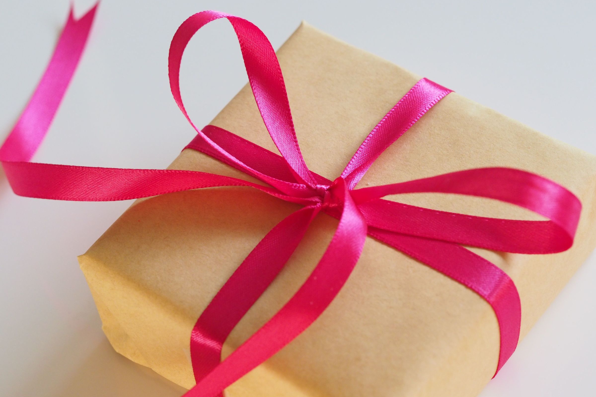 Realtimecampaign.com Discusses How Boosting Productivity and Fostering Sales with Corporate Gifts Can Help a Company